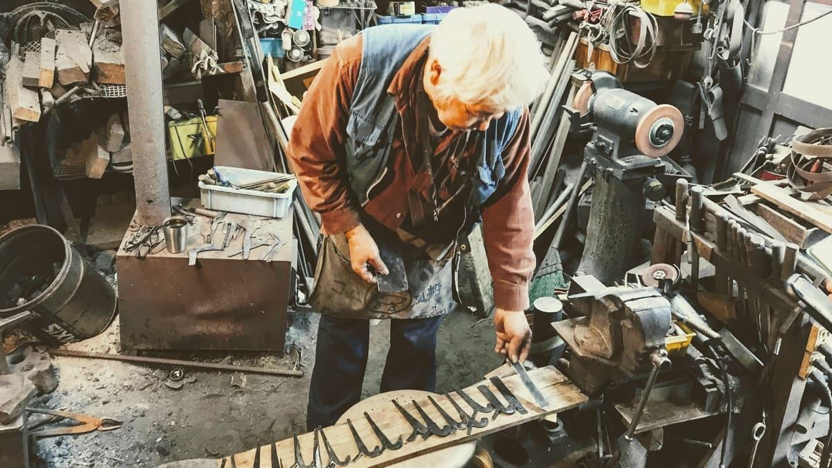 漆掻きの道具を作るたった一人の鍛冶職人中畑文利さん